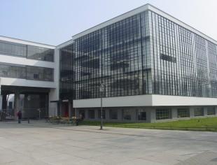 Casa de los maestros bauhaus dessau tvarquitectura for Bauhaus berlin edificio